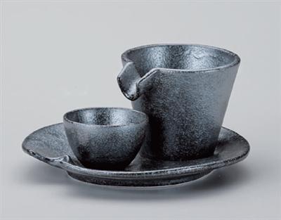銀黒いらっしゃいませの皿